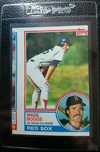 1983 TOPPS #498 WADE BOGGS ROOKIE CARD RC BOSTON RED SOX HOF MISSCUT OFF CENTER