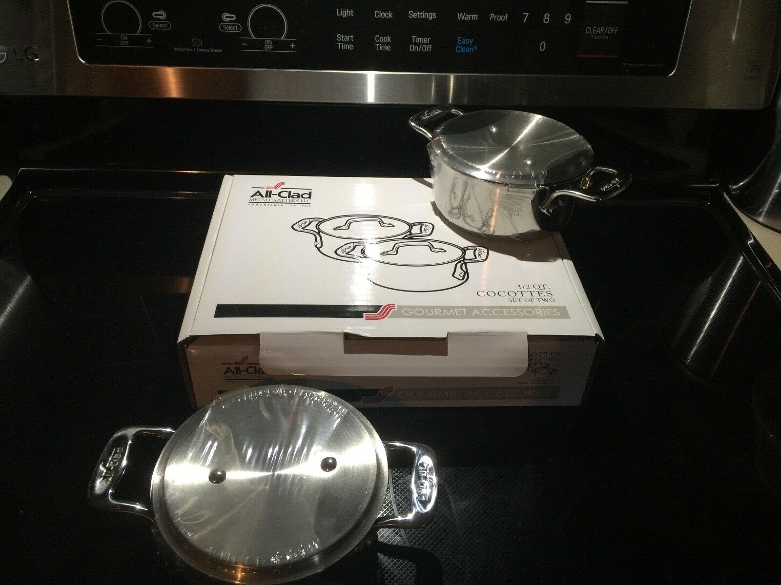 New in box) All Clad 1 2 Qt. cocottes (lot de deux) en acier inoxydable - 1 set disponible