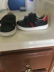 a9e5e8b6215 Image is loading Gucci-Toddler-leather-sneaker-with-Web-Navy-blue-