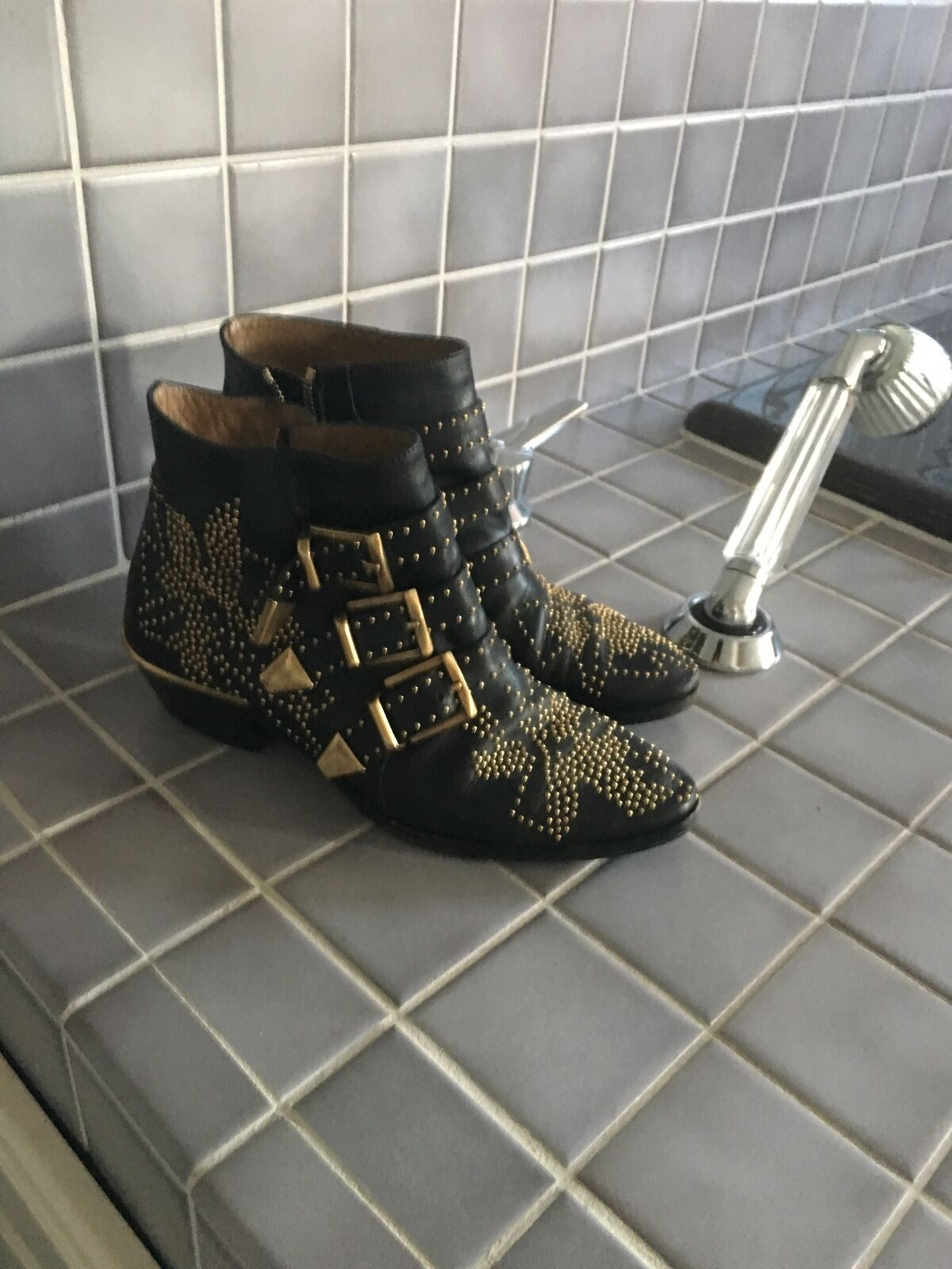 Chloe' Suzanna studeded Ankle boots Black/Gold leather womens size 6/36 1380