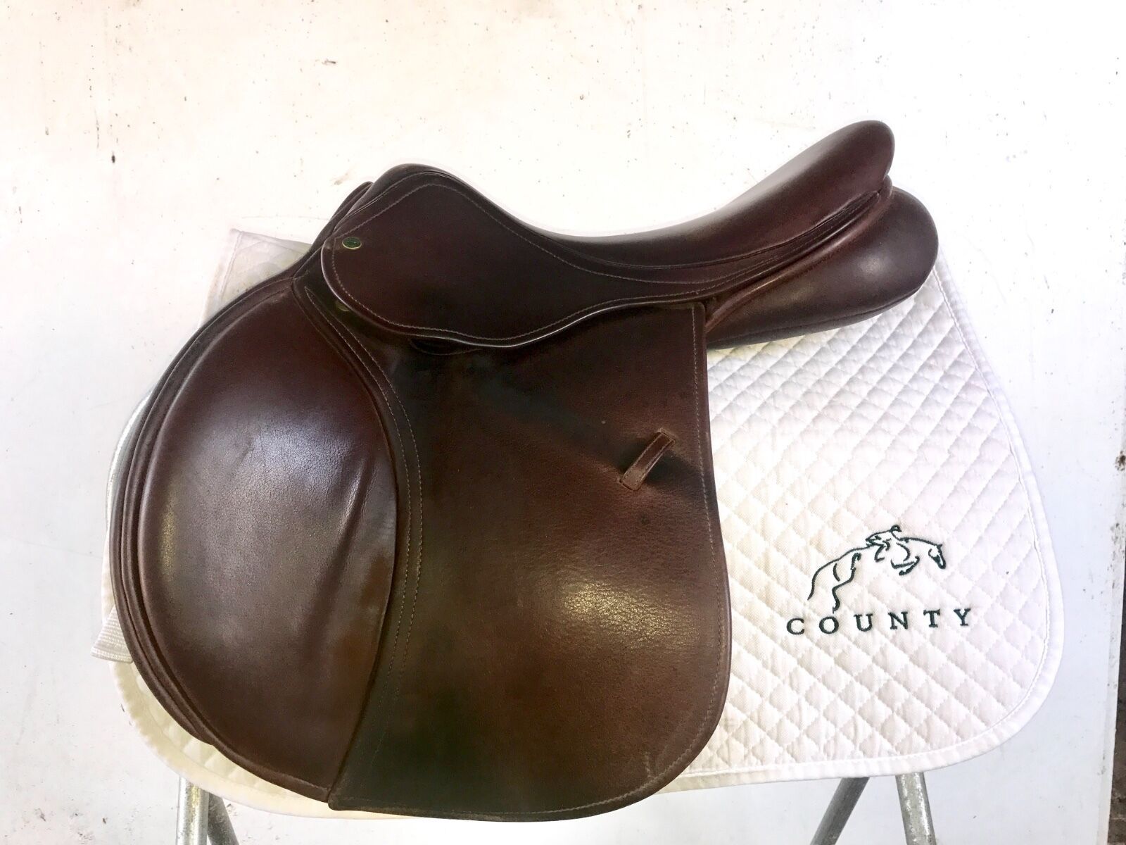 County Saddlery Solution 17 inch Saddle. Medium Sensation tree. Great condition
