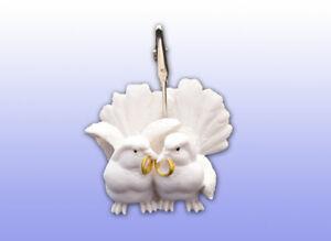 Tischkartenhalter-weisse-Tauben-mit-Ring-zur-Hochzeit