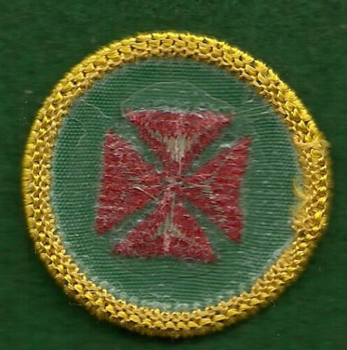 GIRL SCOUT CADETTE BADGE PLASTIC BACK FIRST AID