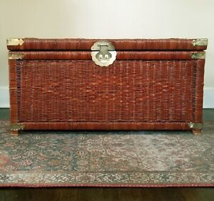 VINTAGE-WICKER-CHEST-TRUNK-TABLE-BRASS-HARDWARE-BOHO-CHIC-ASIAN-CHINOISERIE