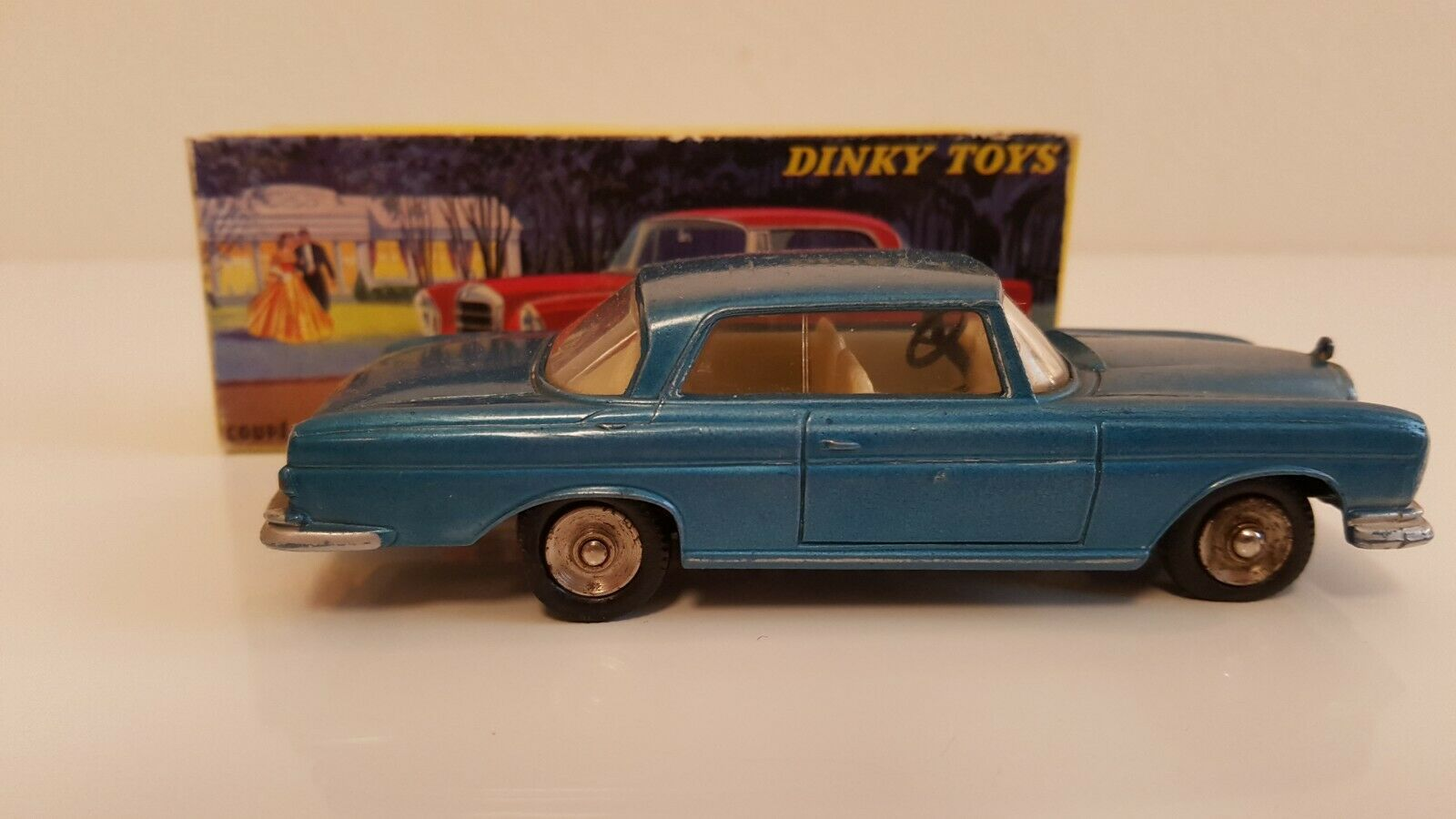 Dinky toys - 533-mercedes 300 se coupe in original box