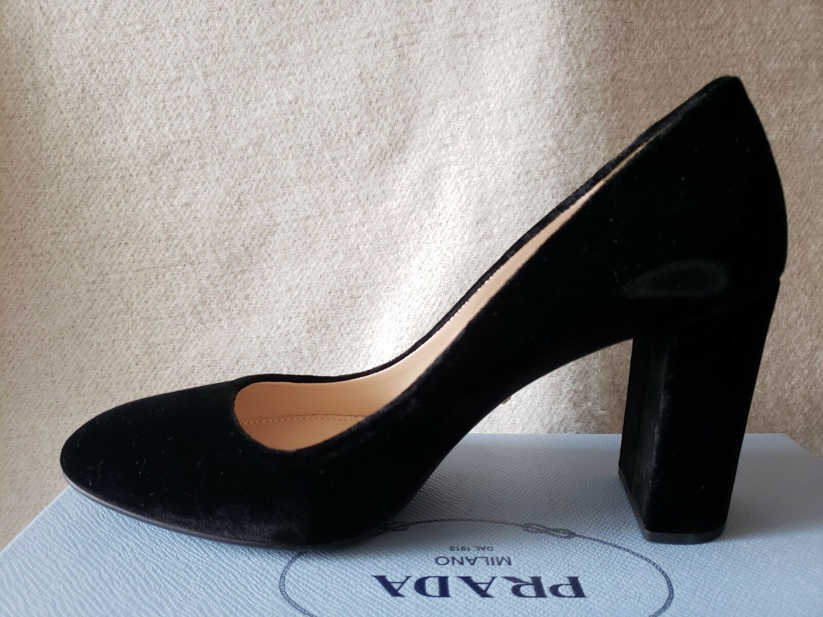 NIB Auth Prada Prada Prada 39 9 Classic Almond Toe Pumps Block Heels Black Velvet 80mm shoes aee20a
