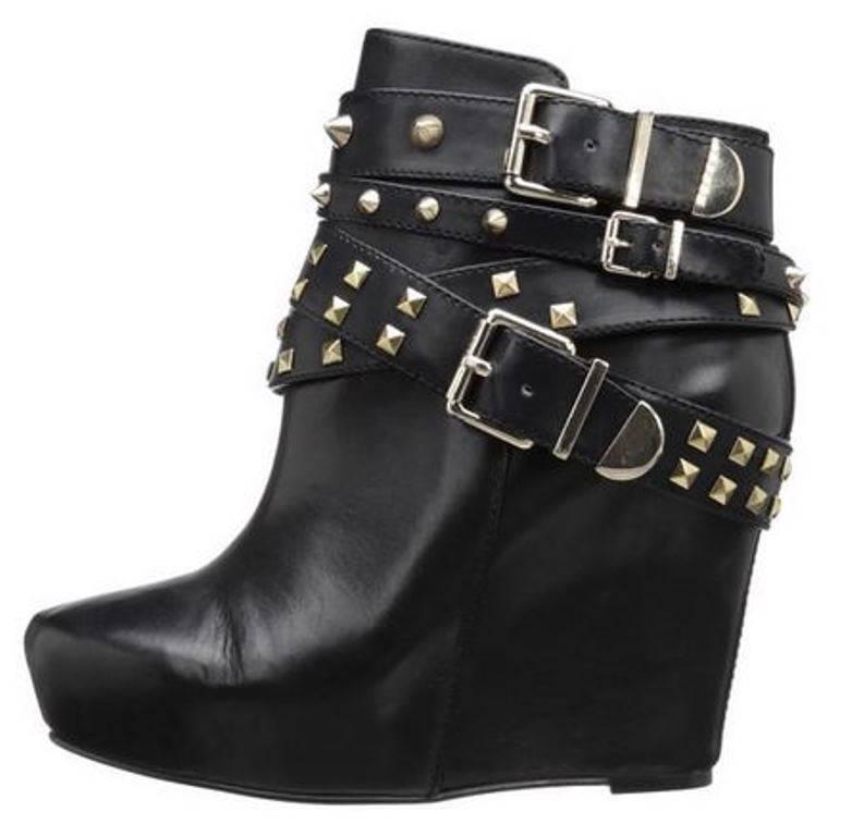vendita di offerte Donna   BCBG BCBGeneration ASPEN ASPEN ASPEN Wedge Ankle avvioies Studs Leather nero  US 6  con il 100% di qualità e il 100% di servizio