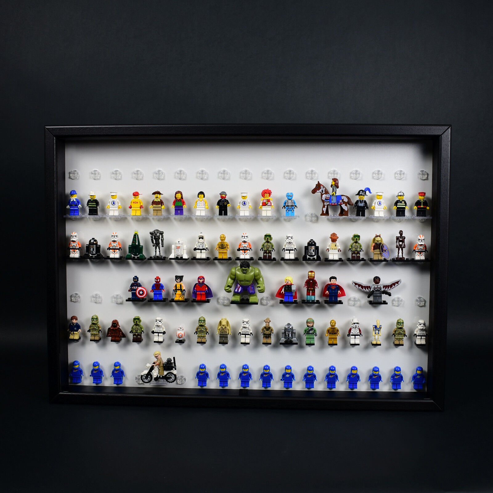 FiguCase Click System 50 x 70 Vitrine für 102 eurer LEGO® Figuren schwarz weiß