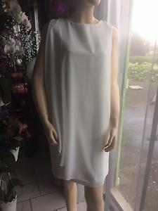 Très belle robe Rinascimento ivoire size M neuve