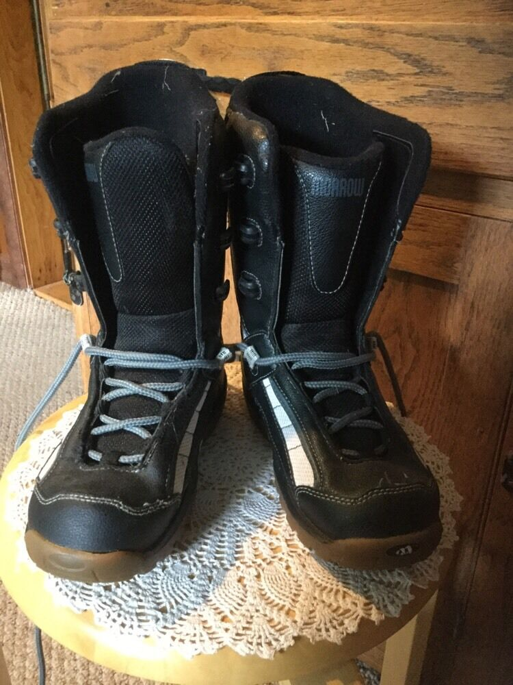 Pre Owned Morrow Youth Größe 4 Snowboard Stiefel.
