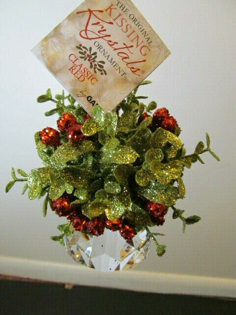 SALE WAS $10.00 Ganz Kissin Krystal Classic Red Mistletoe Sm Door KK239