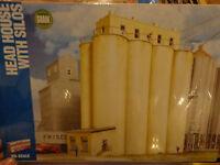 Walthers Cornerstone Ho 2942 Head House W/silos (kit)