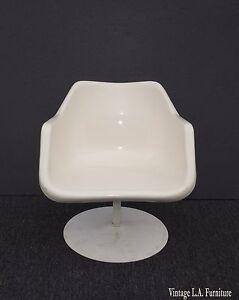 Vtg-Mid-Century-White-Fiberglass-Pedestal-Chair-Low-Profile-Eames-Herman-Miller