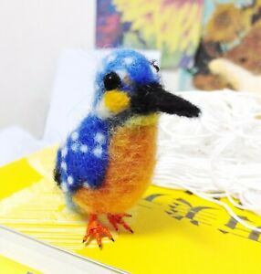Needle-Felted-Animal-little-blue-bird-c-Wool-Art-Sculpture-ooak-miniature