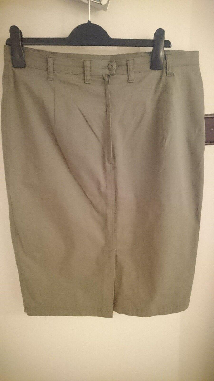 Hammer; Dark Green Skirt; Size 44