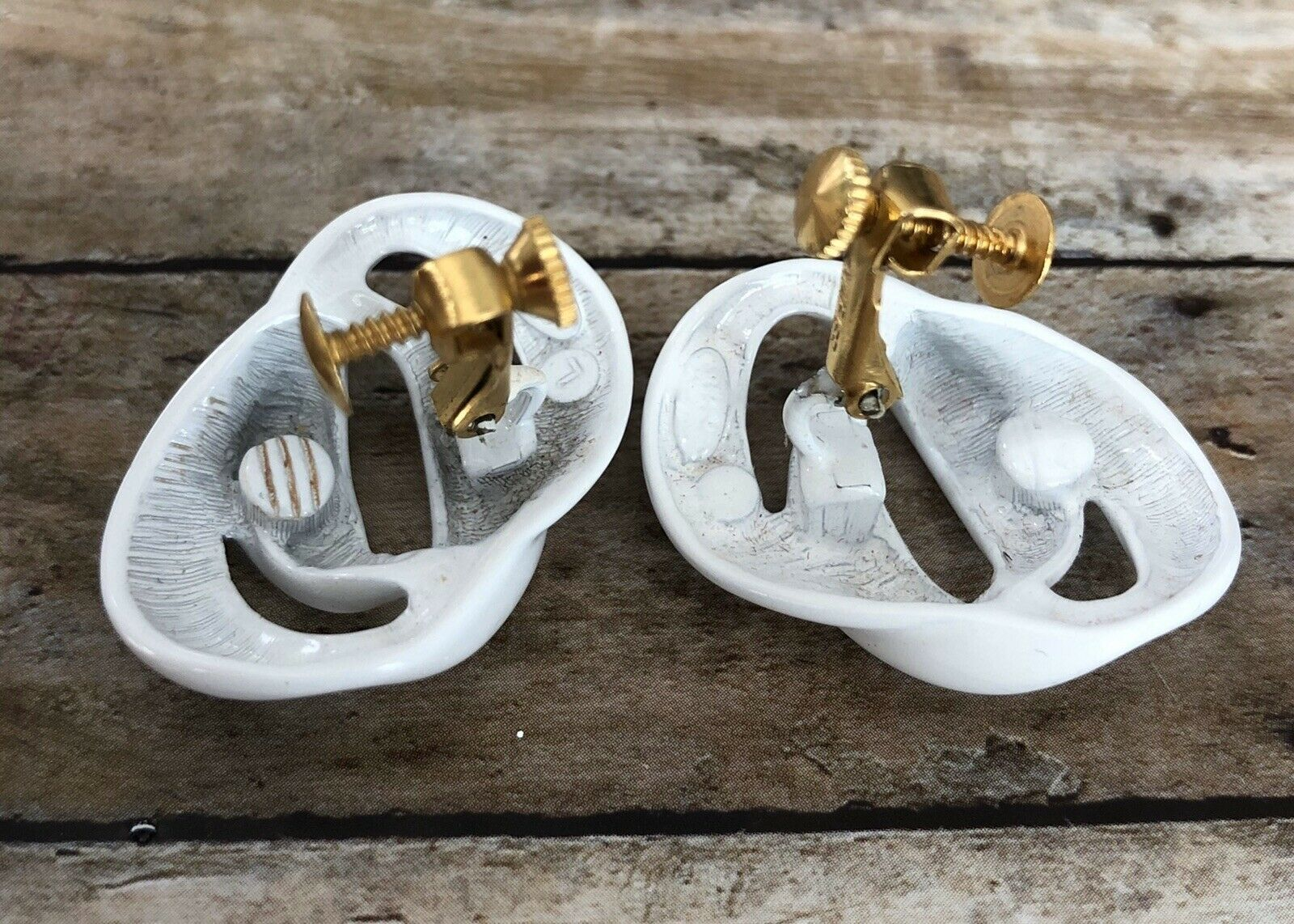 unique gift for her vintage NAPIER white ENAMEL seashell shape non piercing EARRINGS collectible jewelry