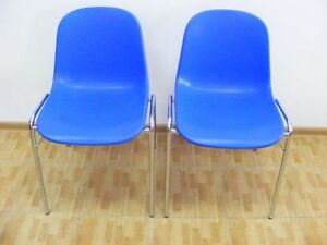 2x-blaue-Schalenstuehle-Besucherstuhl-Konferenzstuhl-Buerostuhl-Stuhl-Plastikstuhl