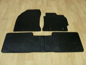 3111 TAILORED RUBBER CAR MATS FOR TOYOTA VERSO 2012 TO 2018