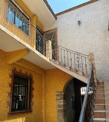 Casa en Venta en la colonia Morelos con Local Comercial.