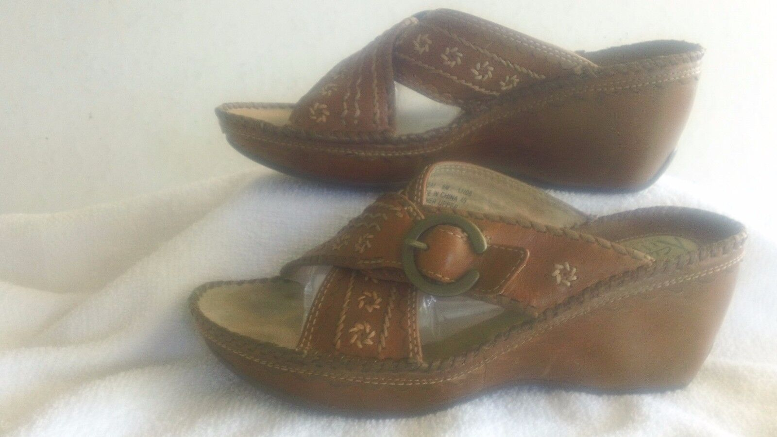 Women's Brown Leather Clark's Artisan Collection Wedge Sandal, Size 6M