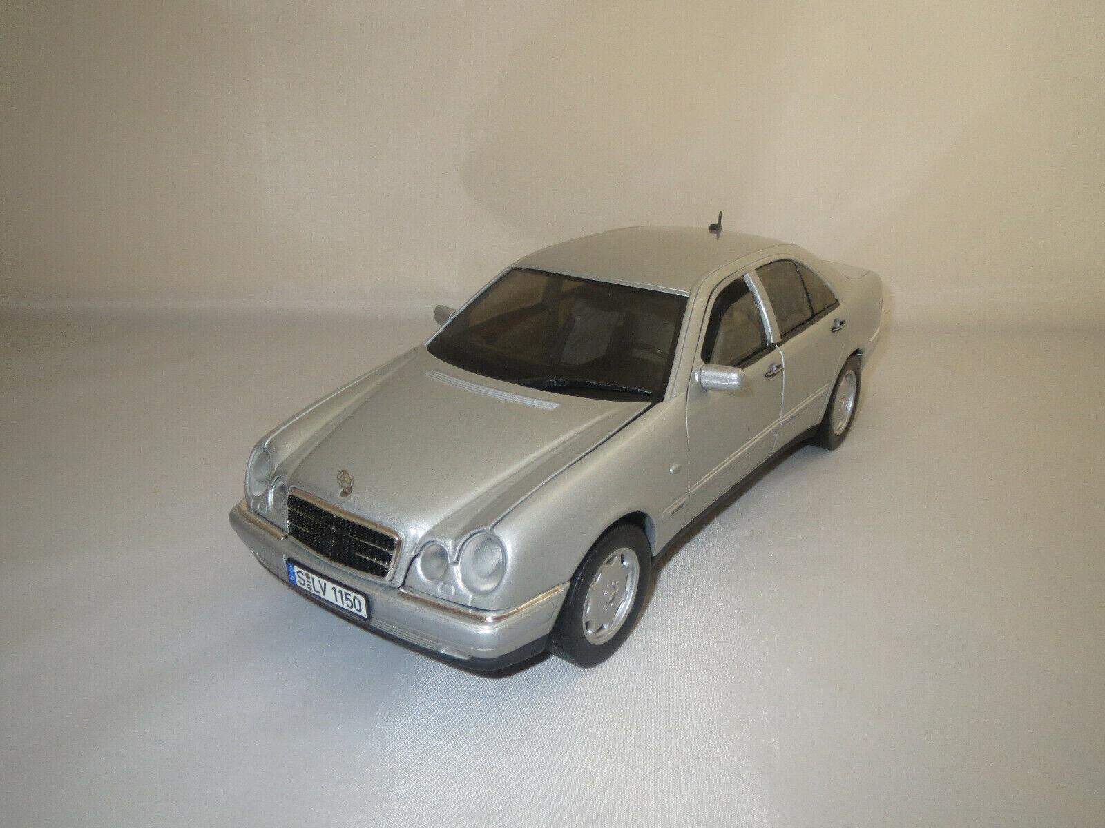 Chrono Mercedes-Benz E 320 (argent) 1 18 sans emballage