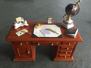 Schreibtisch-aus-Echtholz-mit-Porzellan-Deko-M-1-12