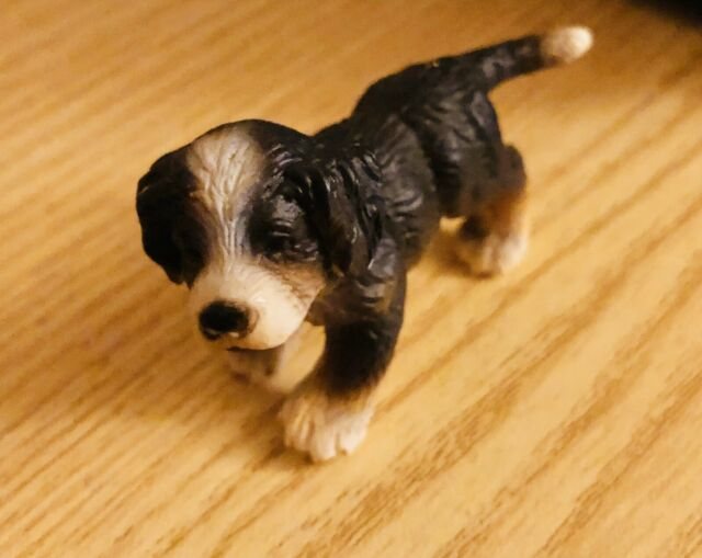 BURNESE MOUNTAIN DOG SITTING by Schleich// 16316// NEW with tags// RETIRED