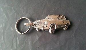 Maße Fahrzeug 53x25mm Auto & Motorrad: Teile Schlüsselanhänger Triumph Spitfire Schlüsselanhänger Relief Silbern