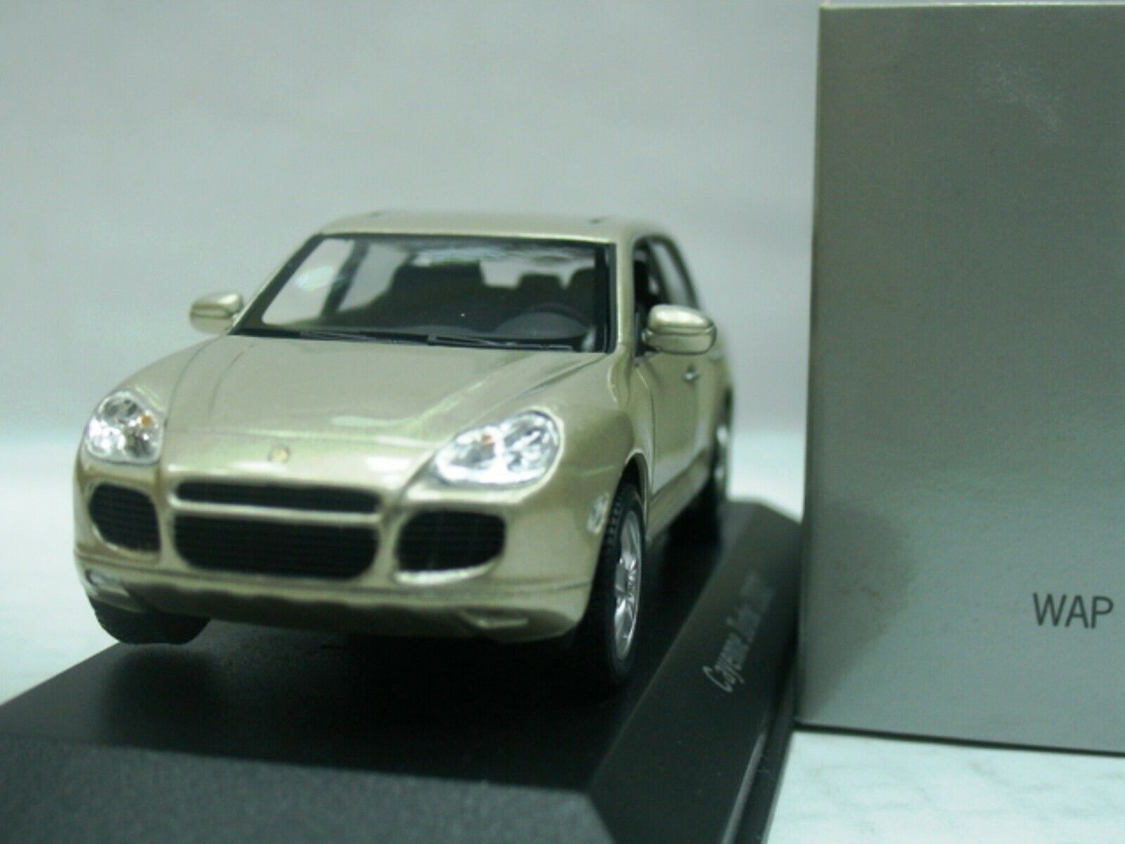 WOW EXTREMELY RARE Porsche Cayenne Turbo V8 450HP 2002 gold mt 1 43 Minichamps-S
