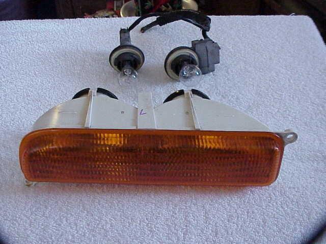 2000 Jeep Cherokee Left Turn Signal Lens W Bulbs Sockets