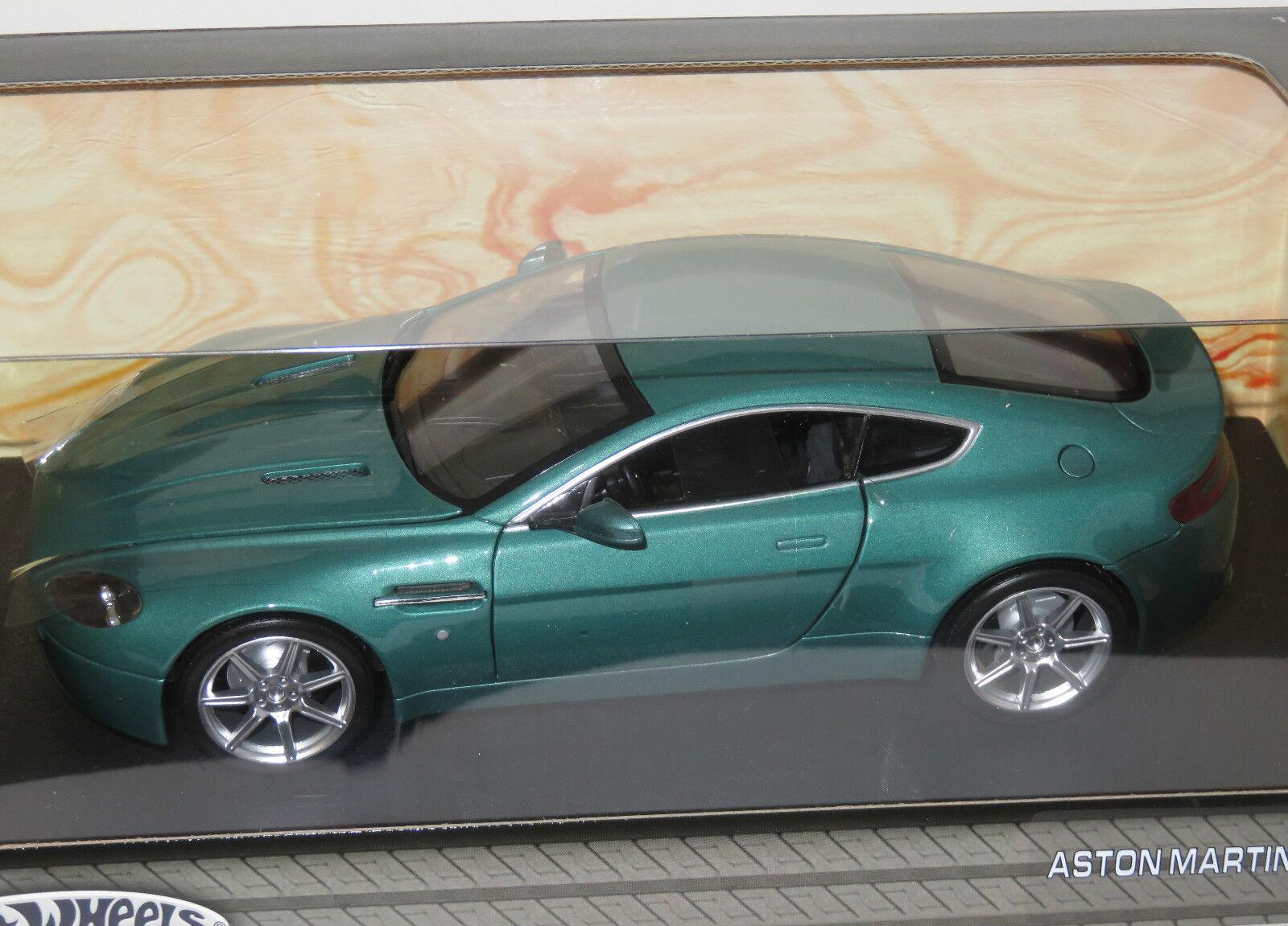 Célébrez Noël et bienvenue au Nouvel An 1/18 Hot Hot Hot Wheels Aston Martin V8 Vantage vert métallique   Pour Gagner L'éloge Chaleureux De La Part Des Clients  150ed8