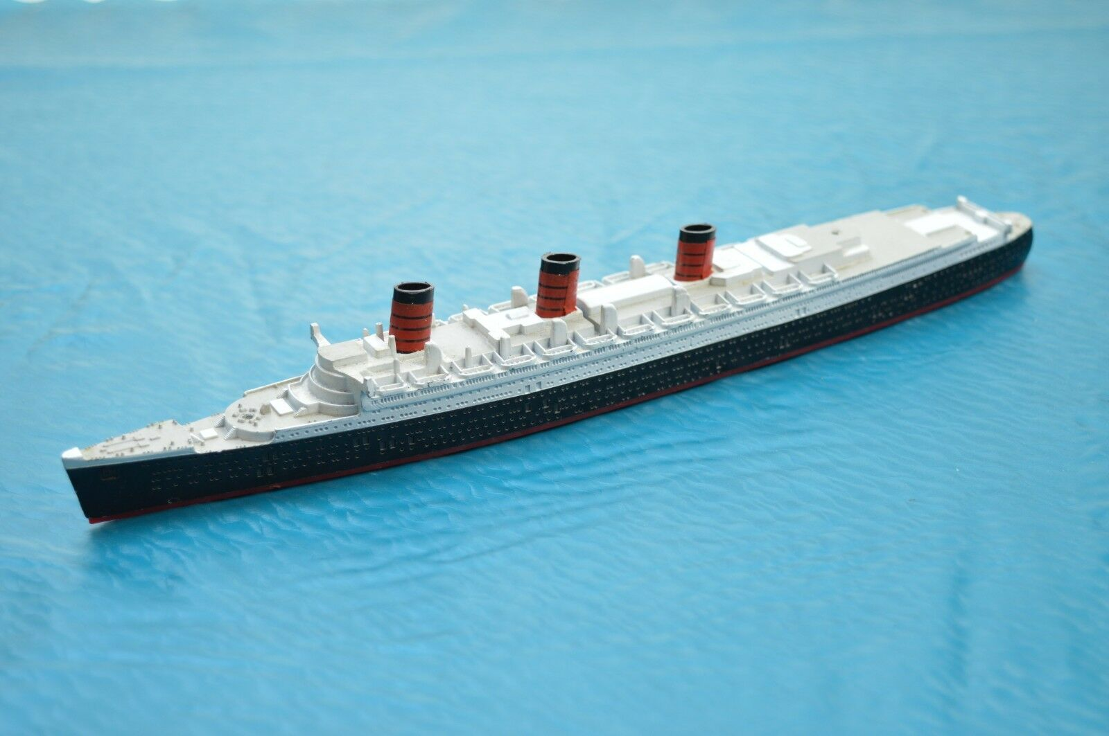 TRIANG MINIC SHIPS  M.703 QUEEN MARY