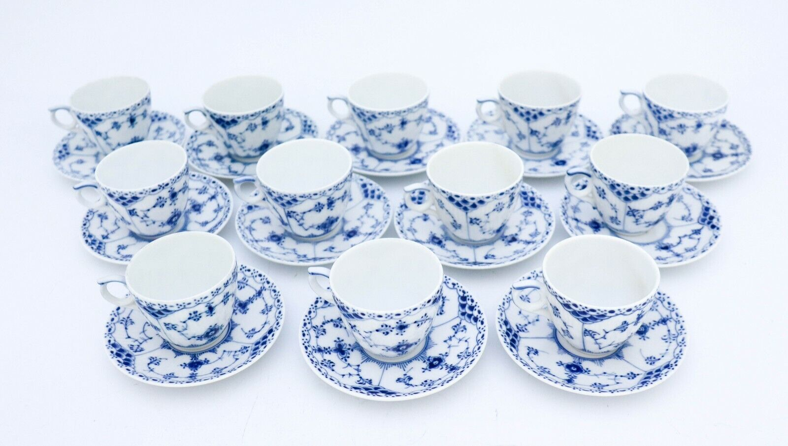 Image 1 - 12 Cups & Saucers #528 - Blue Fluted Royal Copenhagen - Half Lace - 1:st Quality