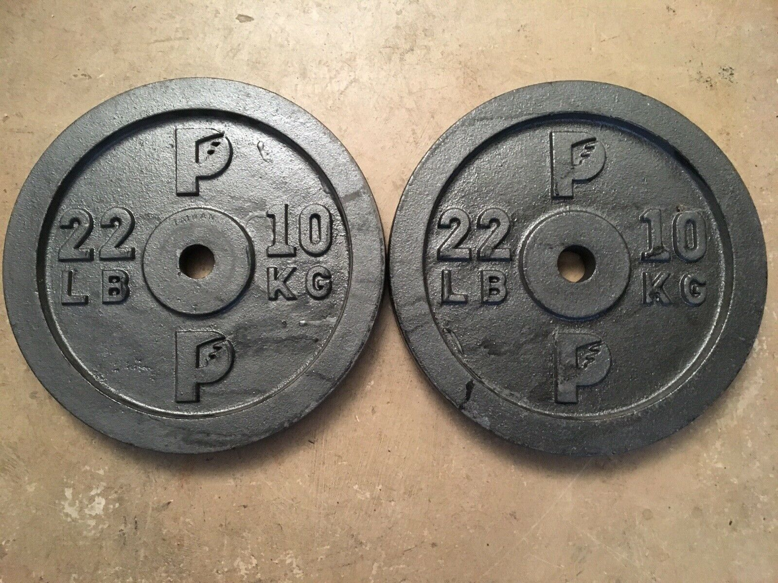 Vintage Standard Size  Barbell Weights - Two 10kg 22lb Plates cast iron pair kilo  no tax