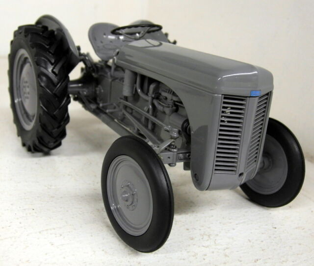 UH 1/16 Scale 2690 Ferguson TEA 20 1949 Grey diecast model Farm Tractor