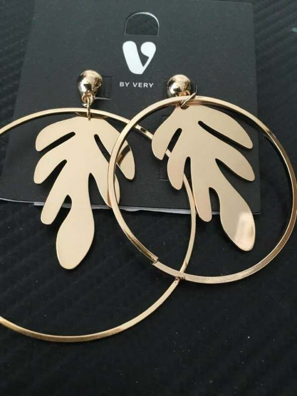 V By Very Leaf Trim Hoop Earring - Gold