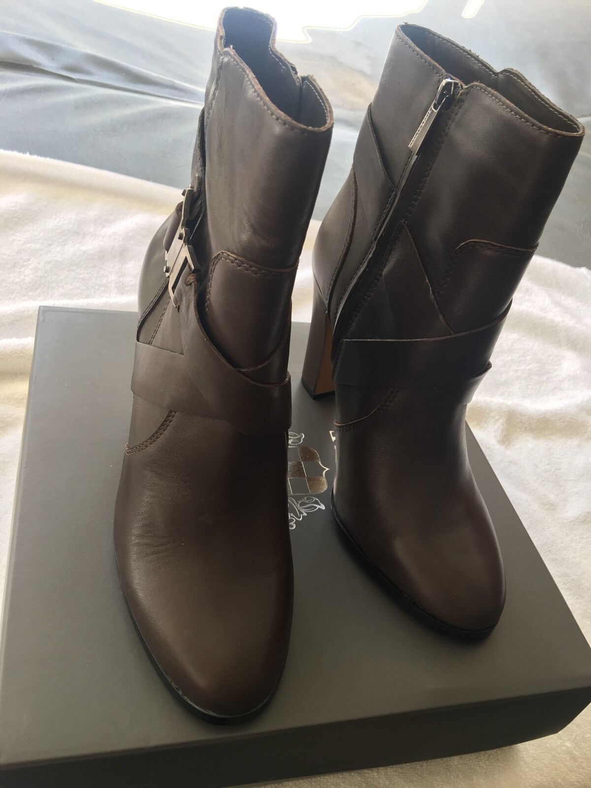 Vince Connolly Camuto Connolly Vince Mid- Shaft Belted Chunky Heel Leder Booties Khaki Gray 9 7442e9