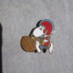 SNOOPY Football Red Blue Helmet Peanuts Vintage Lapel Hat Pin