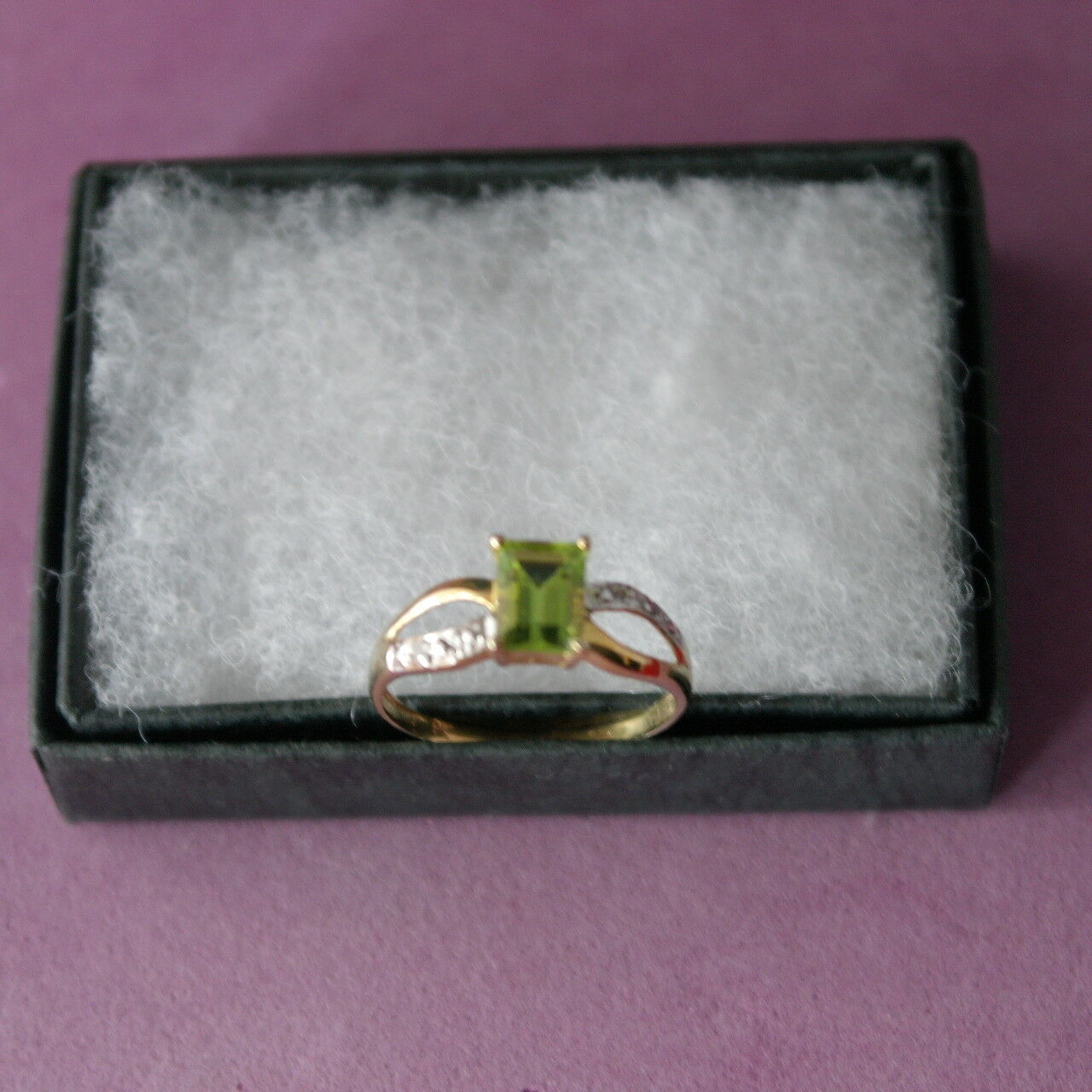 BEAUTIFUL 9CT YELLOW gold NATURAL PERIDOT & DIAMOND RING SIZE O1\2 IN GIFT BOX