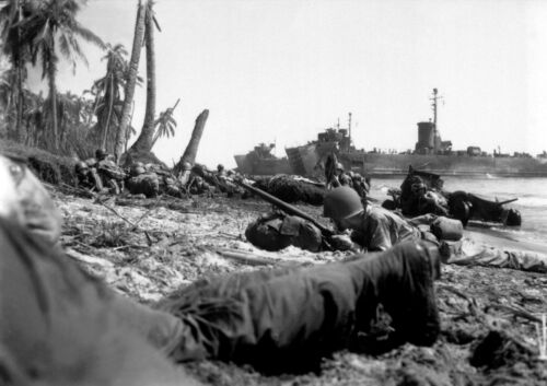 WWII photo American Marines are hiding from the fire on the beach of the Bay//69k