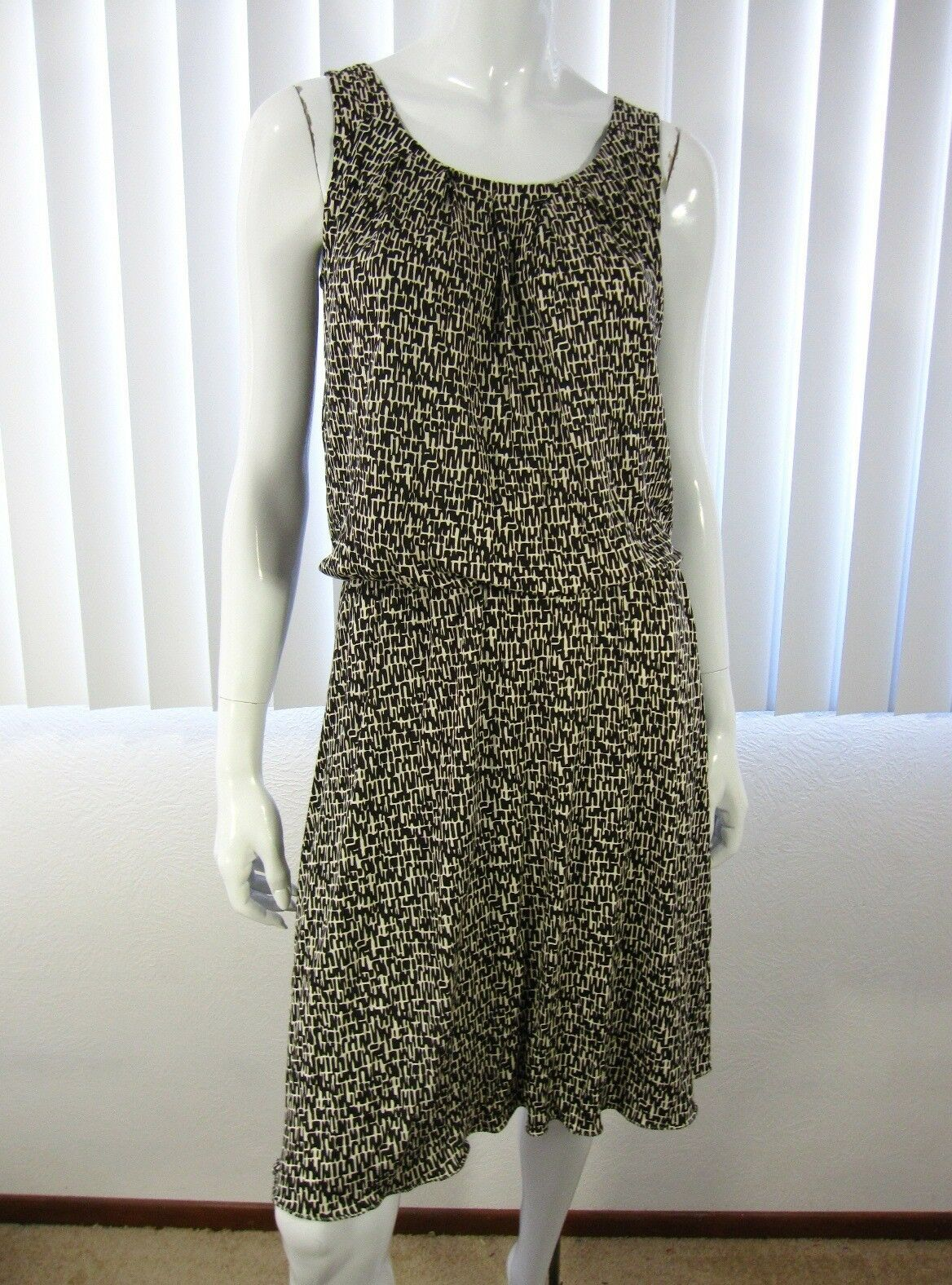 BANANA REPUBLIC sleeveless scoop neck dress S Small black cream Silk linen 104