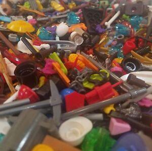 LEGO Minifigura BULK ACCESSORI LOTTO X 25 strumenti di armi casuali Cappelli parti di città