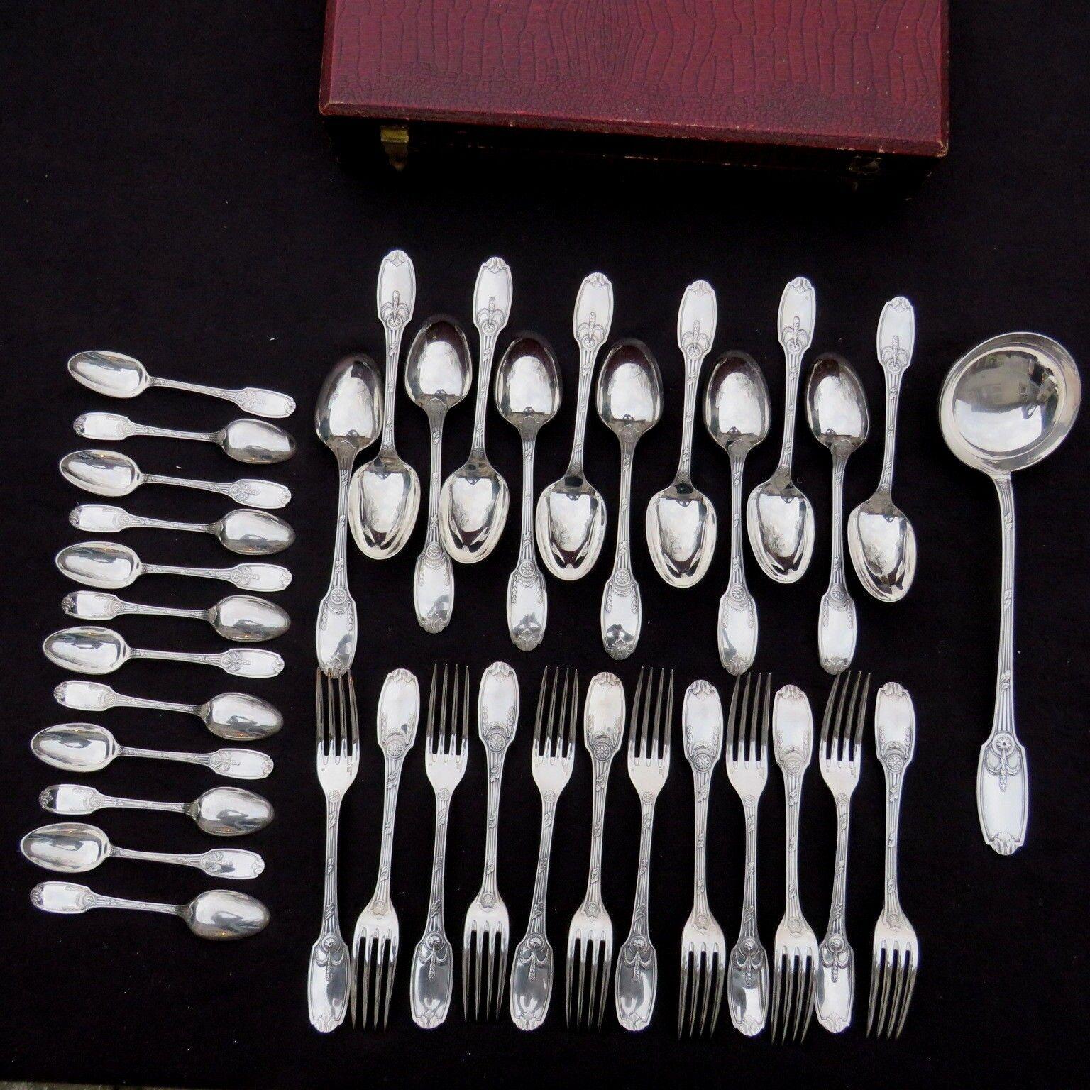 CHRISTOFLE   ménagère de 37 couGrüns en métal Silberé modèle delafosse