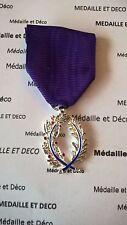 Médaille de Chevalier de l'Ordre des Palmes Académiques (fra 027)