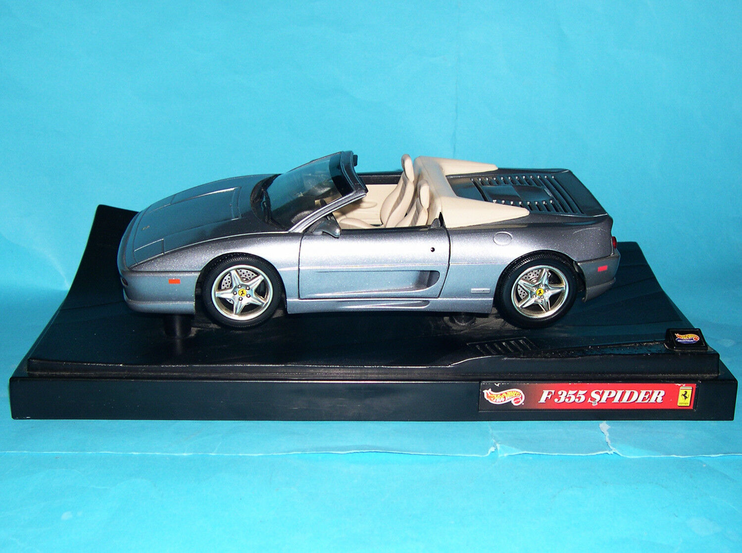Hot Wheels 1 18 Scale Model Ferrari F355 Spider Metallic grau   Cream Interior.