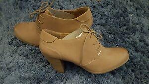 Schuhe-Pumps-Stiefelette