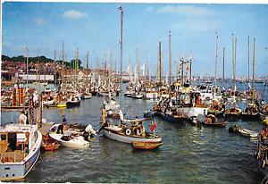 098 Cowes Harbour IW Posted 1970 Good Condition - Shoreham-by-Sea, United Kingdom - 098 Cowes Harbour IW Posted 1970 Good Condition - Shoreham-by-Sea, United Kingdom