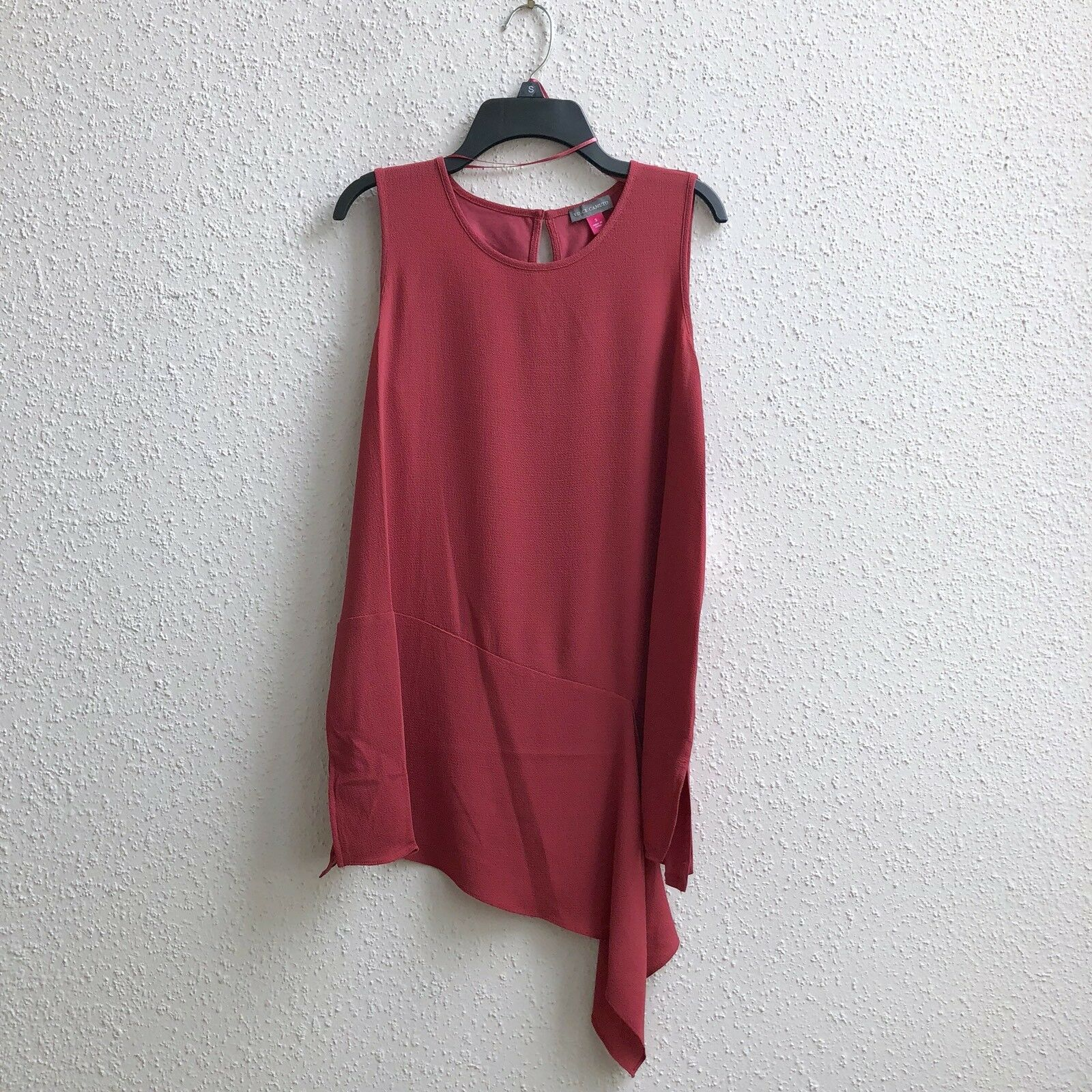 69 NWT Vince Camuto Mix Media Sz S Asymmetric Split Hem Sleeveless Blouse RED