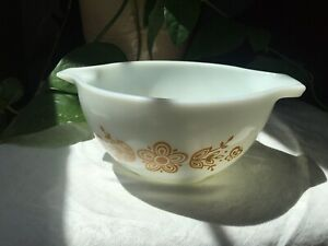 White-Vintage-Pyrex-Small-Cinderella-Mixing-Bowl-Gold-Butterfly-Print-441