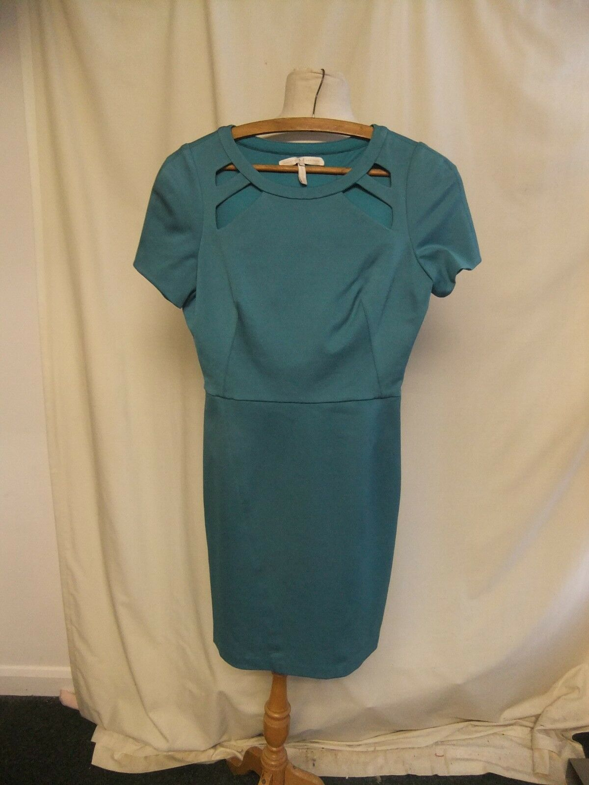 Ladies Dress Halston Heritage size 4, bust 32 , turquoise, fitted, cutouts 2078